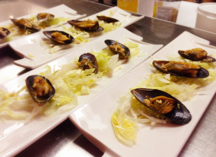Steamed black mussel with spicy lime sauce, kaffir lime leaf, and lemongrass. Topped with ground peanut.